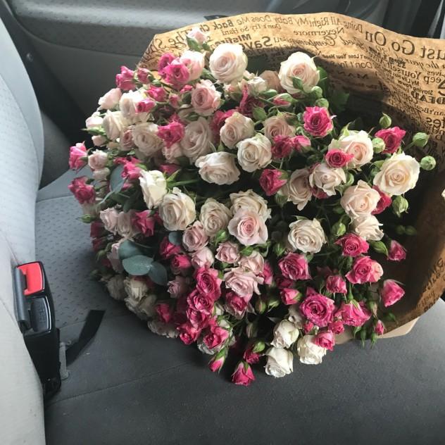 Кустовые розы микс 35 веток